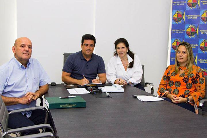 Prefeito Felipe Augusto assina termo de co-gestão da APA Baleia/Sahy entre Prefeitura de São Sebastião e ICC